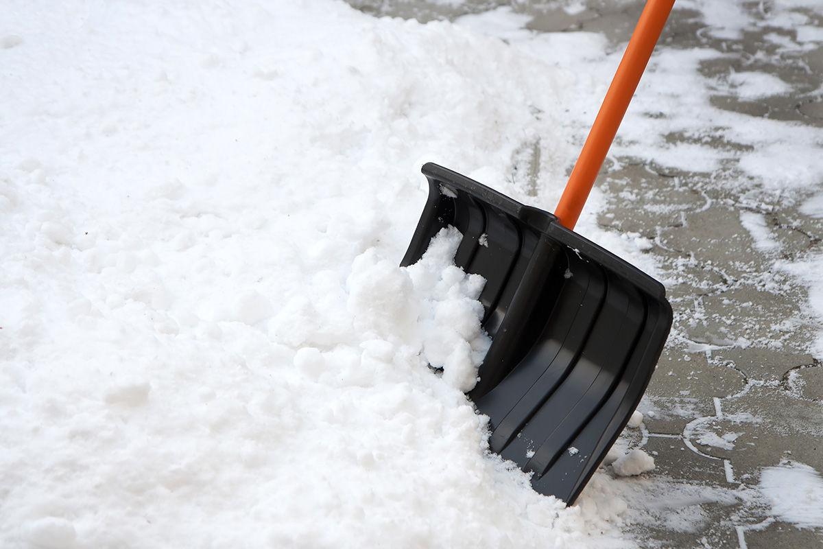 Как расценить уборку территории от снега